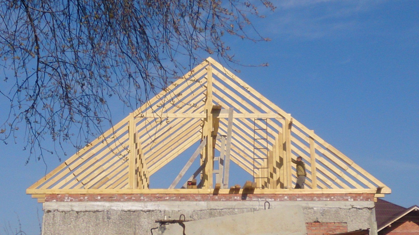 Как сделать надежную и прочную двускатную крышу? - Тятя. ру